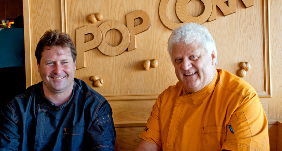 portrait von den cheff's des hotel haus am wald und restaurant pop corn im zentrum von arosa - jan masson und fritz briner